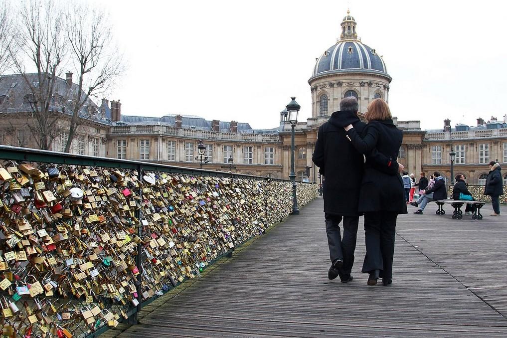 Valentines Day at Pont des Arts