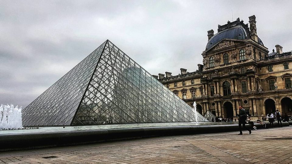 Budget Hotels Near the Louvre in Paris
