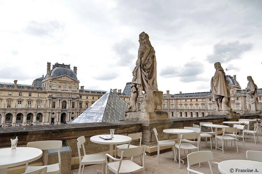 Café Mollien Near The Louvre