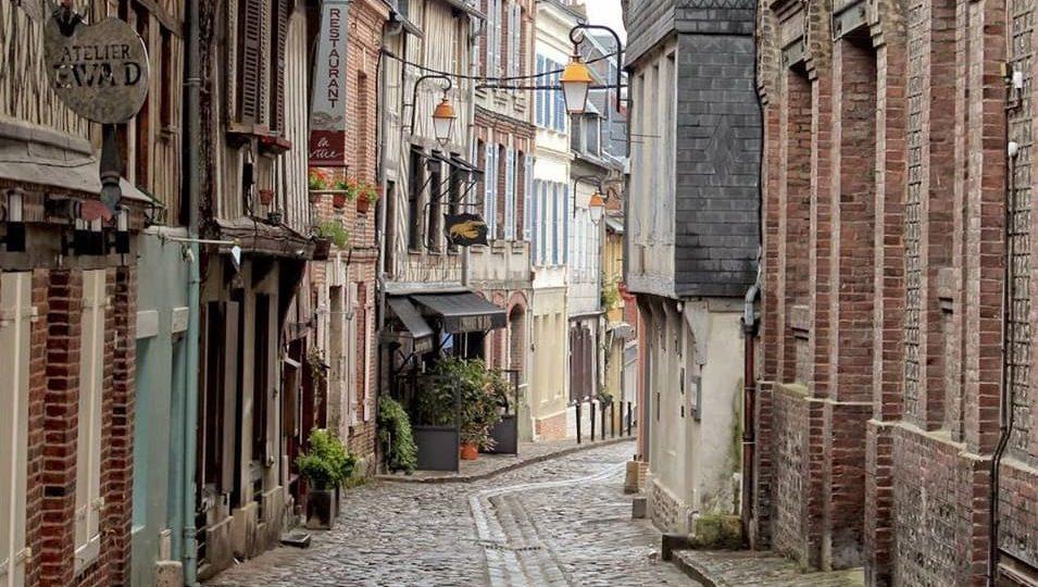 Montmartre Neighborhood Guide in Paris