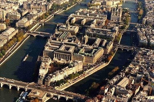 Paris Islands Neighborhood - 1st & 4th arrondissements