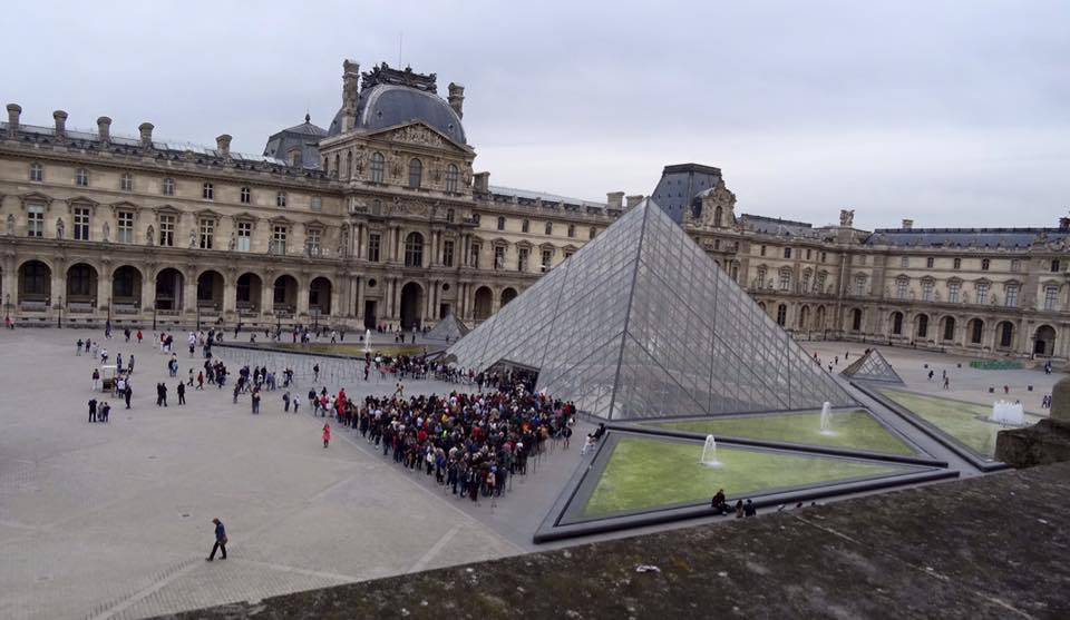 Reason To Skip The Louvre - Long Queues
