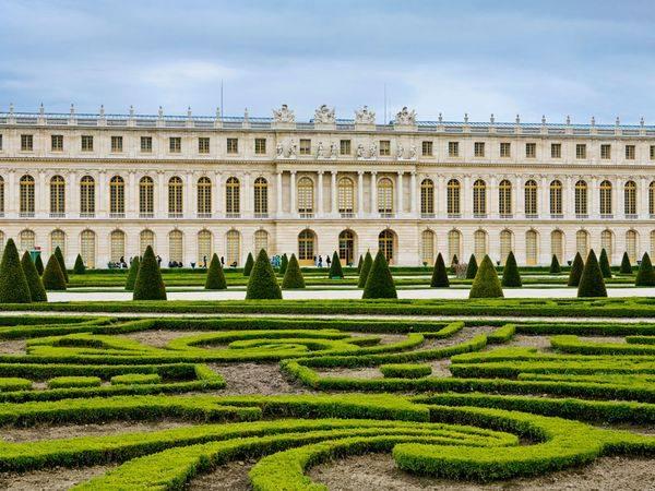 versailles palace gardens pet friendly