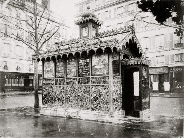 vespasiennes for peeing in paris
