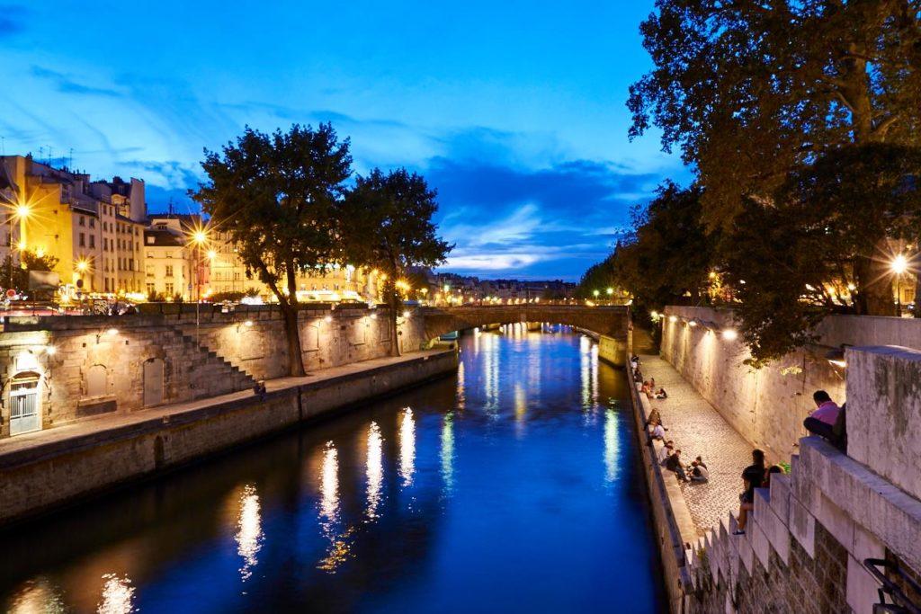 Mooie Bruggen Langs De Seine In Parijs