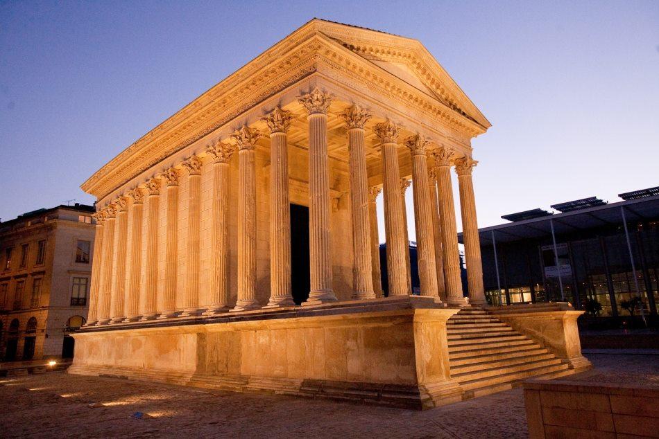 La Maison Carree Roman Ruins In Nîmes