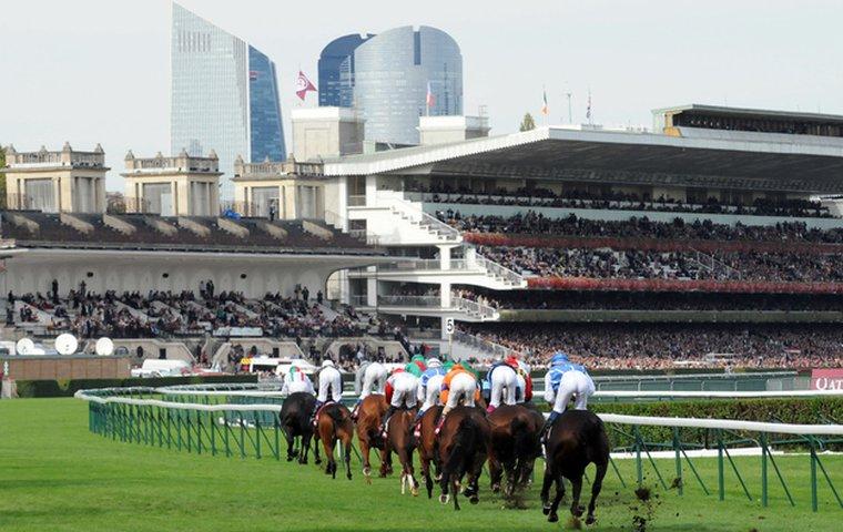 Longchamp Racecourse In Parijs Paardenrennen