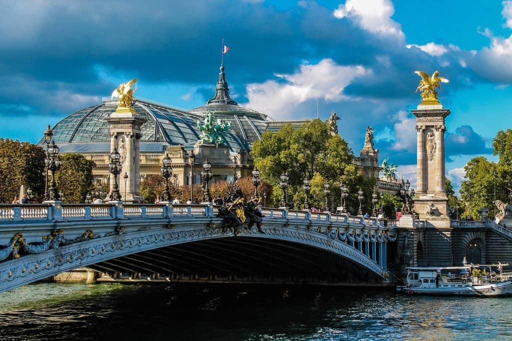 Pont Alexandre III Geweldige brug in Parijs