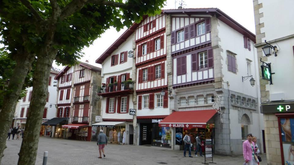 St Jean de Luz, rue Gambetta Guide