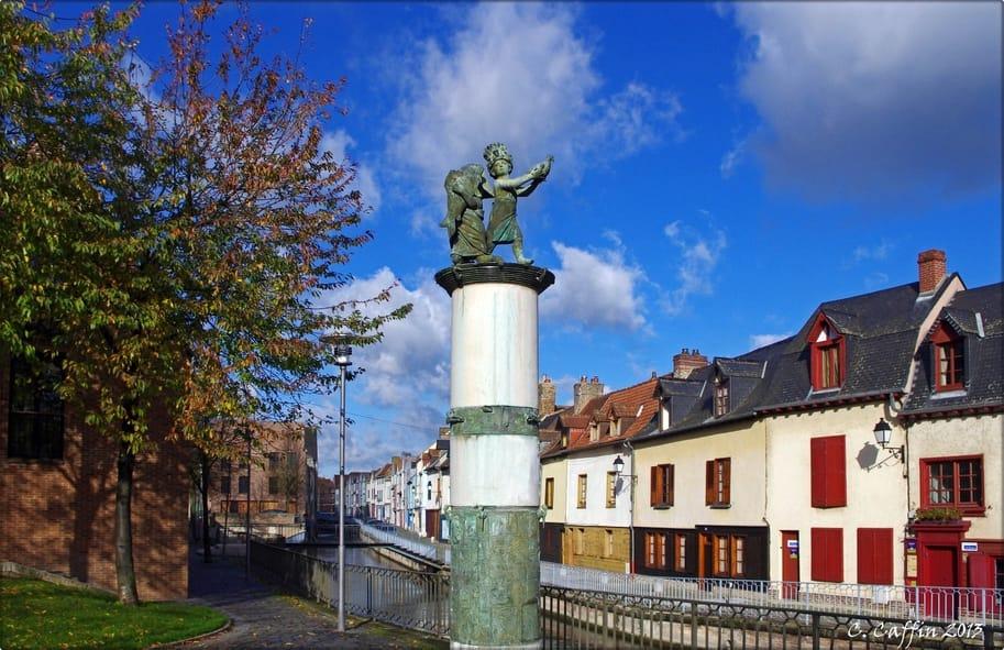 See the Quartier Saint-Leu