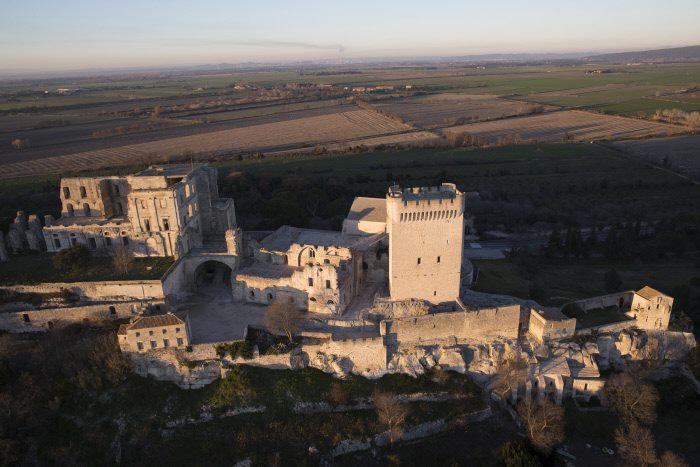 Visit Abbaye de Montmajour in Arles