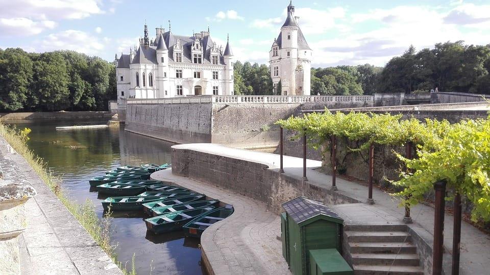 Famous Castles in Loire Valley - Château de Chenonceau