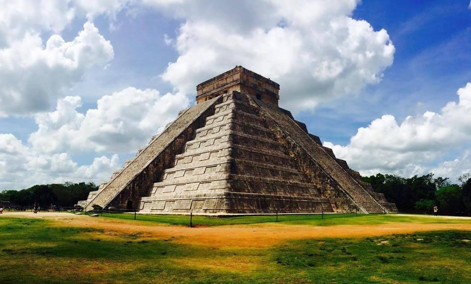 Chichen Itza in Yucatán Mayan Ruins Archaeological Site