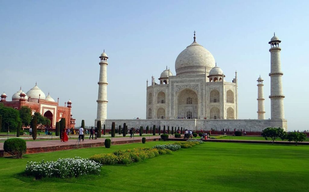 Famous Places in The World - Taj Mahal In India
