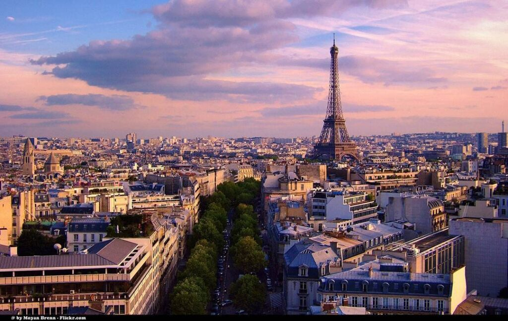 Reasons to Visit the Eiffel Tower in Paris