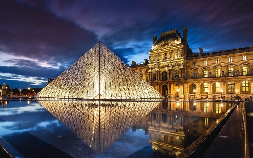 Tourist Attractions in Paris - Louvre Museum