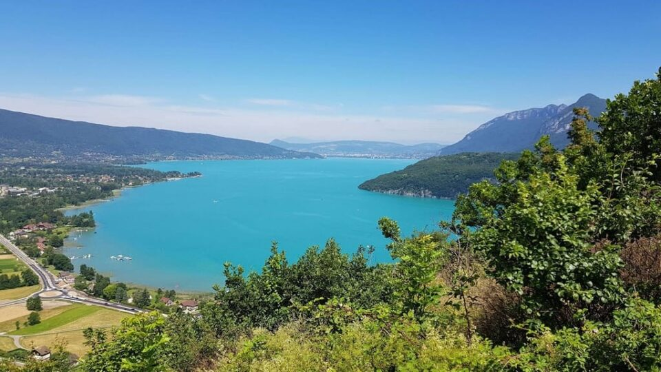 Is Lake Annecy Clean?