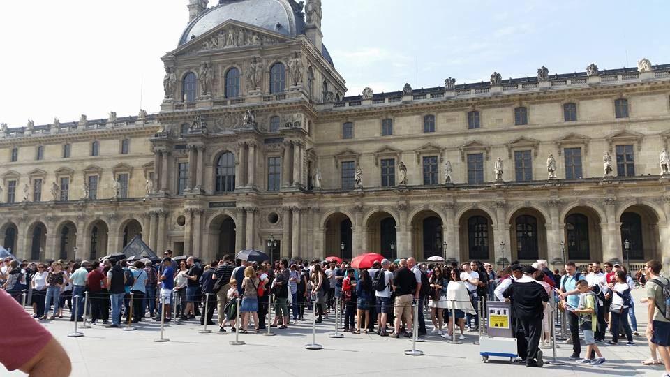 Do Parisians Hate Tourists?