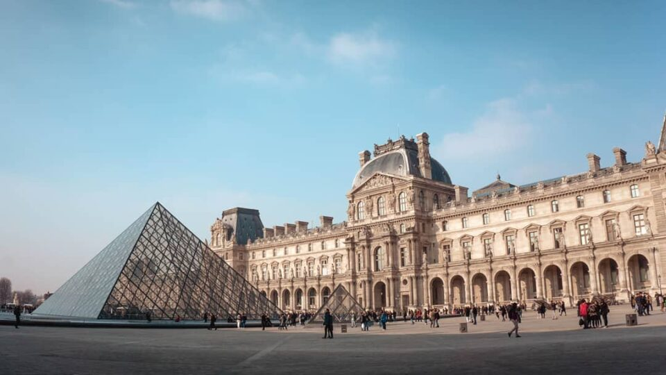 4 Reasons For Students To Visit France